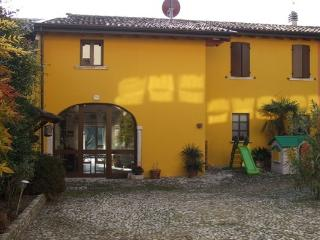 Cozy 3 bedroom Manerba del Garda B&B with Internet Access - Manerba del Garda vacation rentals