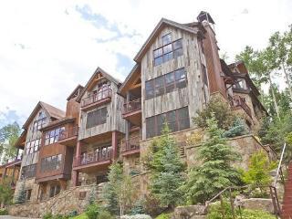 9 Trails Edge - 3 Bd, 3.5 Ba Luxury Penthouse - Sleeps 7 - Ski In Ski Out Access onto Double Cabin Ski Run - Mountain Village vacation rentals