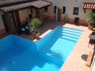 Comfortable 1 bedroom La Crau Condo with Internet Access - La Crau vacation rentals