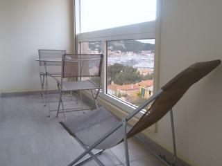 appartement vue mer avec  balcon ST MANDRIER VAR - Saint-Mandrier-sur-Mer vacation rentals