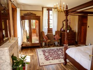 Beautiful 5 bedroom Chateau in Le Cloitre-Saint-Thegonnec with Internet Access - Le Cloitre-Saint-Thegonnec vacation rentals