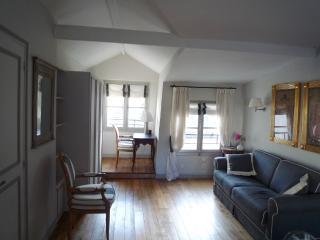 LOUVRE BAILLEUL CHIC - Paris vacation rentals