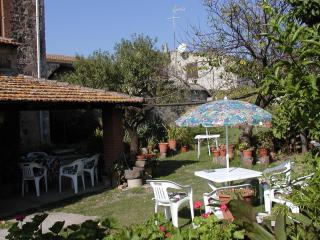 B&B Paola e Giorgio, camera Levante - Riola Sardo vacation rentals