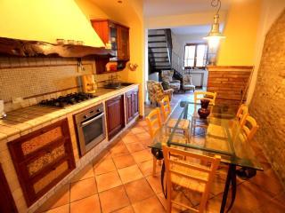 Bright 2 bedroom Montespertoli Guest house with Internet Access - Montespertoli vacation rentals