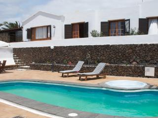 Nice 3 bedroom Guime Villa with Internet Access - Guime vacation rentals
