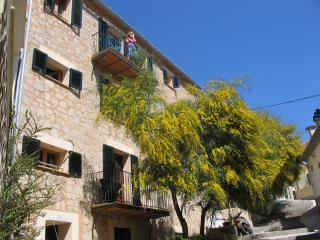 Beautiful 2 bedroom Townhouse in Port de Soller with Internet Access - Port de Soller vacation rentals
