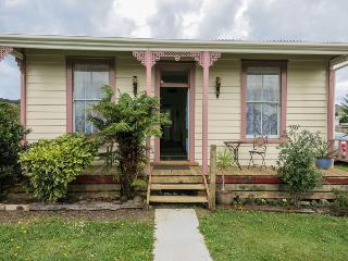 TRAXX Cottage - Waihi vacation rentals