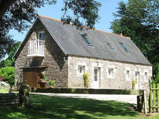 Nice Gite with Internet Access and Television - Ploumilliau vacation rentals