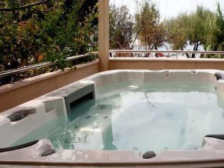 Kokolo apartment with jacuzzi - Stanici vacation rentals