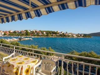 VILLA ROZANA-ONE BEDROOM WATERFRONT APARTMENT - Trogir vacation rentals