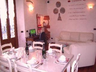 Beautiful 2 bedroom Cadenabbia di Griante Apartment with Internet Access - Cadenabbia di Griante vacation rentals