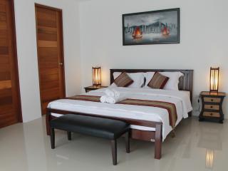 Cozy B&B With Pool and Parking - Bang Lamung vacation rentals
