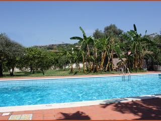 """Villa de rerum natura """"Mare"""" - Aci Castello vacation rentals"""