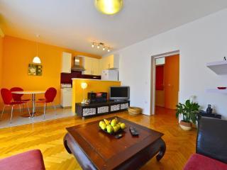 Cute apartment near the beach - Stobrec vacation rentals