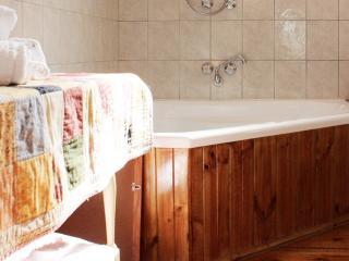 Romantic Cottage in Daylesford with Deck, sleeps 2 - Daylesford vacation rentals