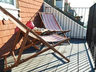 Gorgeous 2 bedroom Hove Apartment with Internet Access - Hove vacation rentals
