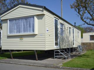 Comfortable Caravan/mobile home with Internet Access and Satellite Or Cable TV - Brean vacation rentals