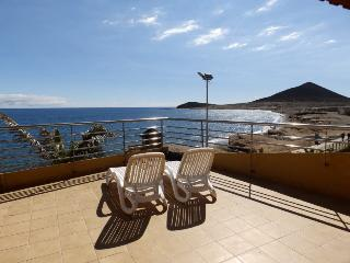 Duplex with wifi, terrace beachfront in El Medano - El Medano vacation rentals