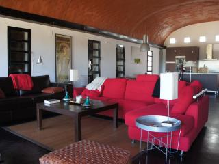 9 bedroom Finca with Satellite Or Cable TV in Badajoz - Badajoz vacation rentals