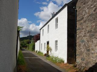 Cozy 3 bedroom Cottage in Comrie with Internet Access - Comrie vacation rentals