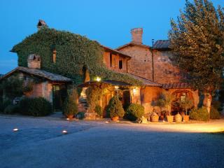 Cozy 2 bedroom Bagno Vignoni Condo with Linens Provided - Bagno Vignoni vacation rentals