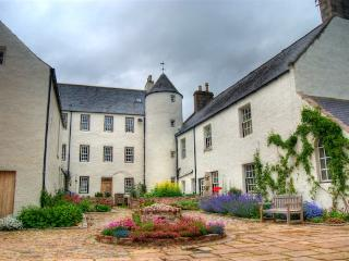 Comfortable 13 bedroom Castle in Inverurie - Inverurie vacation rentals