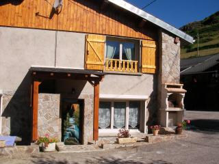Nice Ski chalet with Internet Access and Satellite Or Cable TV - Ax-les-Thermes vacation rentals