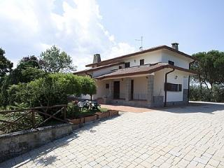 Spacious House with Deck and Internet Access - Montecchio vacation rentals