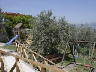 Cozy 2 bedroom Benevento Apartment with Deck - Benevento vacation rentals