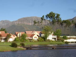 Bright 2 bedroom Villa in Paarl with Internet Access - Paarl vacation rentals