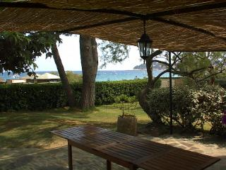 TRIPLEX SUR LA PLAGE CAVALAIRE - Cavalaire-Sur-Mer vacation rentals