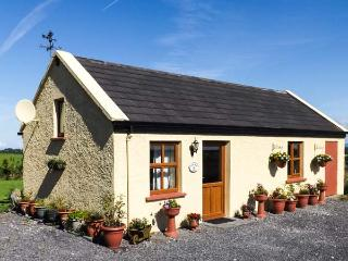 ST JOSEPH, single-storey, WiFi, view of Croagh Patrick, Balla Ref 19192 - Clonbur vacation rentals