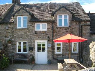 HAVEN COTTAGE, electric fire, WiFi, patio with furniture, great base for walking, Ref 905669 - Derbyshire vacation rentals
