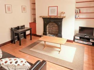 BROUGHTON HOUSE, king-size beds, close to amenities, great base for walking, Ref 911737 - Hebden Bridge vacation rentals