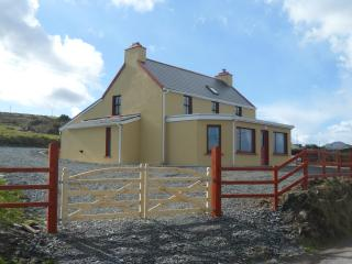 3 bedroom Farmhouse Barn with Internet Access in Eyeries - Eyeries vacation rentals