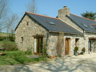 3 bed cottage with garden. Ask for late discounts - Plouguernevel vacation rentals