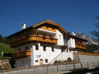 Bright 4 bedroom Brunico Condo with Internet Access - Brunico vacation rentals
