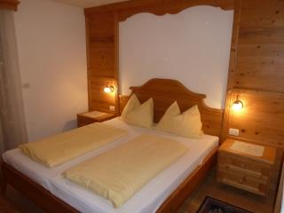 Gorgeous 4 bedroom Brunico Apartment with Dishwasher - Brunico vacation rentals