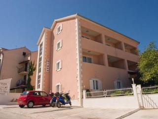 Private suites Supetar 8327 3-room-suite - Supetar vacation rentals