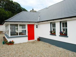 Comfortable 3 bedroom Culdaff Cottage with Internet Access - Culdaff vacation rentals