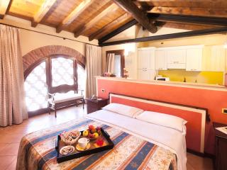 Bright 12 bedroom Crema Bed and Breakfast with Internet Access - Crema vacation rentals