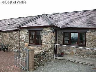 Beudy'r Garnedd: Panoramic Snowdonia views - 24249 - Llanfairpwllgwyngyll vacation rentals