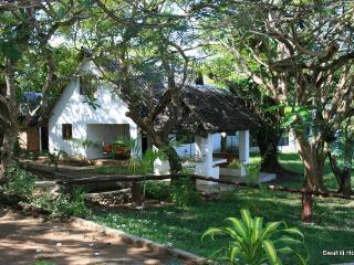 Comfortable Cottage with Garden and Toaster - Tiwi vacation rentals