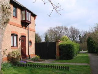 Nice House with Internet Access and Outdoor Dining Area - Hamble vacation rentals