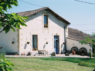 Comfortable 3 bedroom House in Saint-Meard-de-Gurcon - Saint-Meard-de-Gurcon vacation rentals