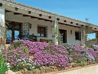 Lovely 2 bedroom Alcala la Real Villa with Internet Access - Alcala la Real vacation rentals