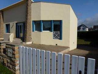 2 bedroom Gite with Central Heating in Brehal - Brehal vacation rentals
