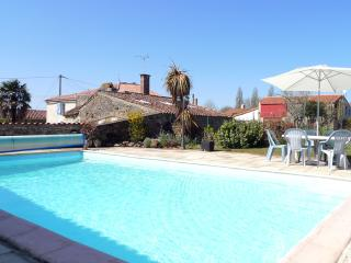 2 bedroom House with Internet Access in La Chapelle-Themer - La Chapelle-Themer vacation rentals
