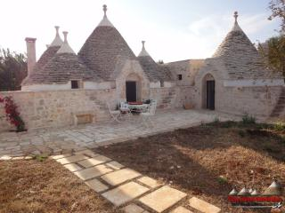 Bright 4 bedroom Francavilla Fontana Trullo with Long Term Rentals Allowed - Francavilla Fontana vacation rentals