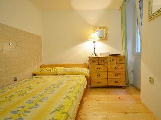 Lovely 2 bedroom Rovinj Apartment with Internet Access - Rovinj vacation rentals